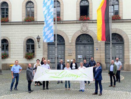 Brand übergibt Sommerlounge-Fahne an Wunsiedel – Frankenpost 10.08.2020